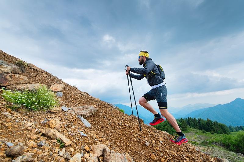 Niezbędne wyposażenie na górskie wędrówki